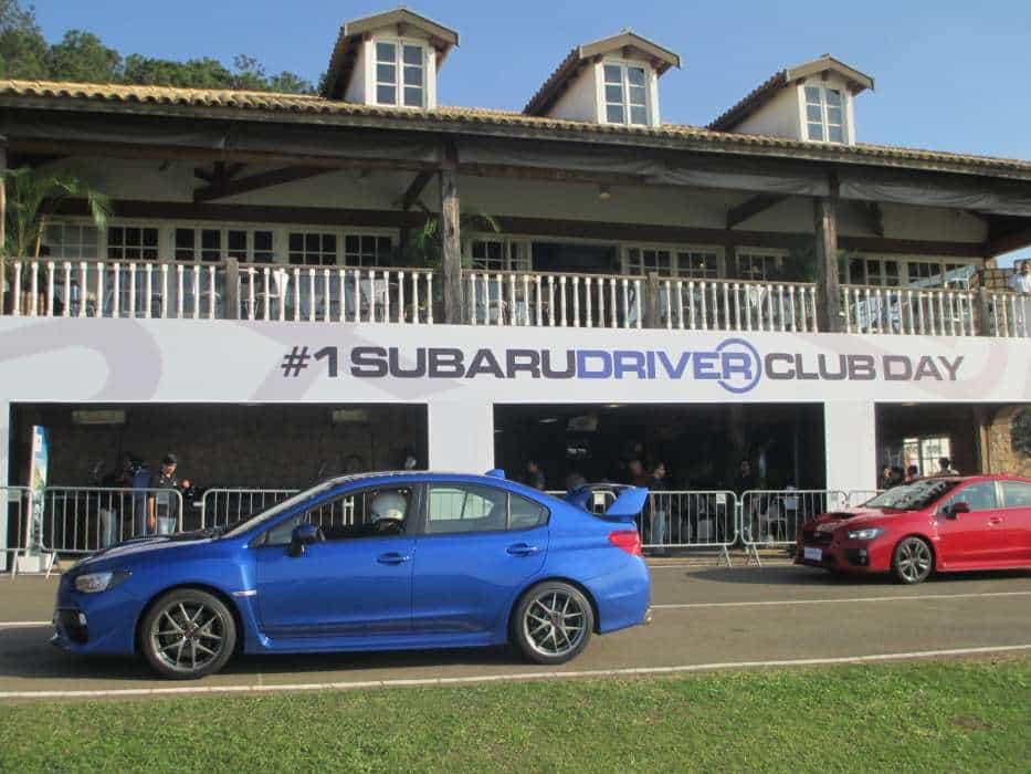 Evento de pista para carros especiais