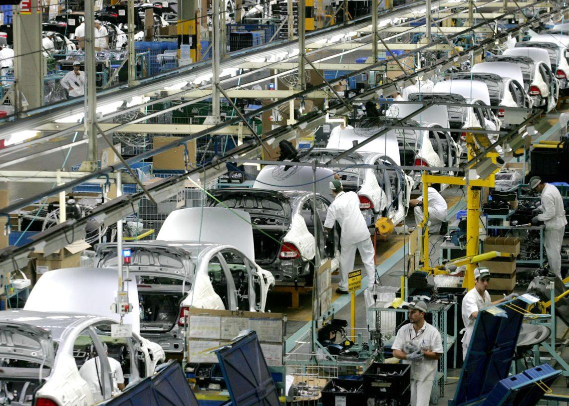HC9M0495 SUMARE-SP 25.10.2007 - ((((( EXCLUSIVO / EMBARGADO ))))) ECONOMIA  - HONDA / FABRICA - Linha de montagem dos carros Civic e Fit na nova fabrica de motores que passaram a ser feitos no Brasil. FOTO:  FILIPE ARAUJO/AE