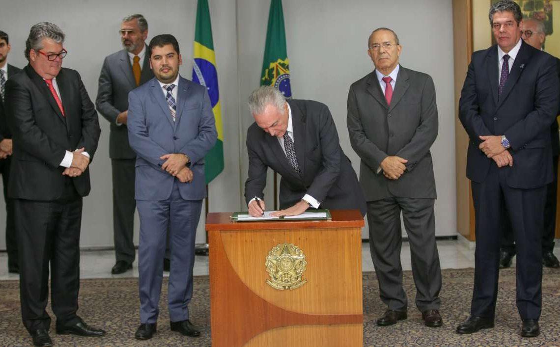 O presidente Michel Temer assina MP que cria nova política industrial para o Setor Automotivo.