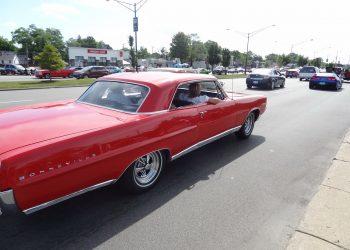 Esse Pontiac Bonneville ficou ótimo na foto tirada às pressas