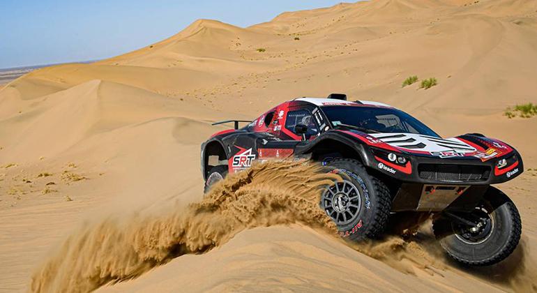 O bugue SRT de Serradori Mathieu e Lurquin Fabian nas dunas entre Jeffah e AL Wajh (Foto DPPI)