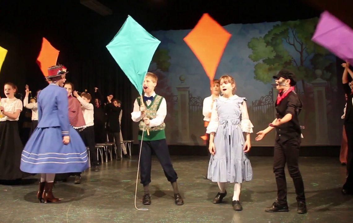 Cena de Mary Poppins (Fonte: yputube.com)