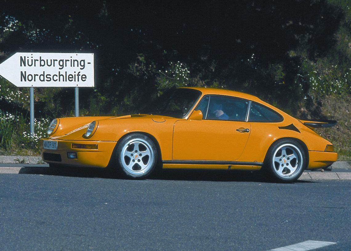 "O Ruf CTR ""Yellow Bird"" em Nürburgring, onde fez boa parte de sua fama (foto: Ruf)"